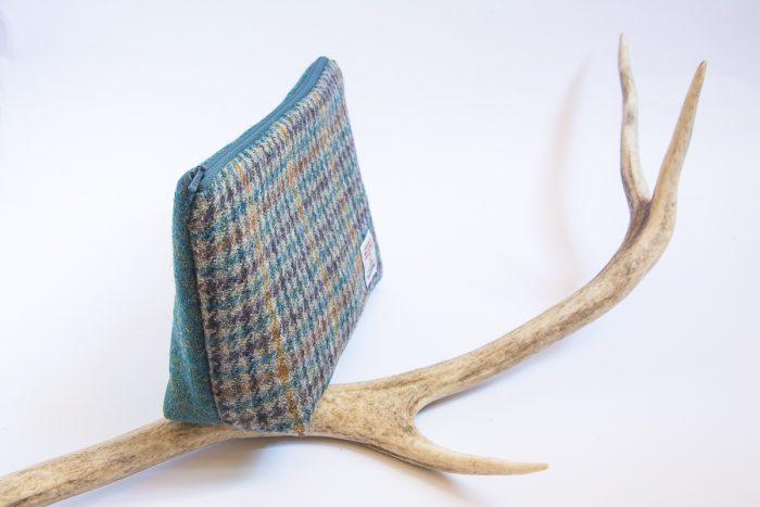 harris tweed wash bag houndstooth